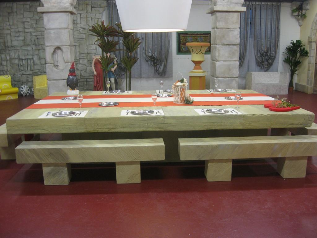 Lavorazioni in polistirolo - Arredamento di interni tavolo in ...
