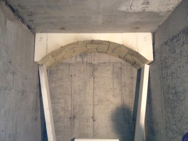 Lavorazioni in polistirolo - Rivestimento soffitto finitura sassi con cornice in polistirolo ...