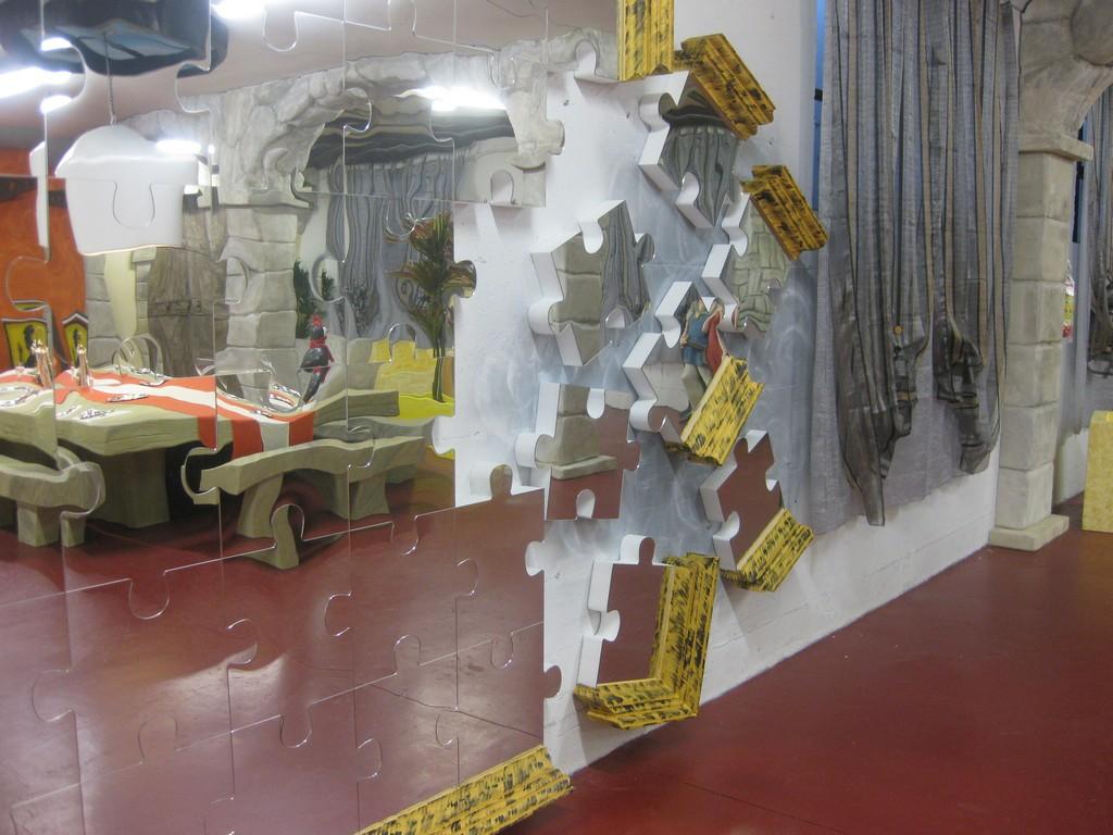 Lavorazioni in polistirolo arredamento interni parete puzzle a specchio in polistirolo - Pareti a specchio ...